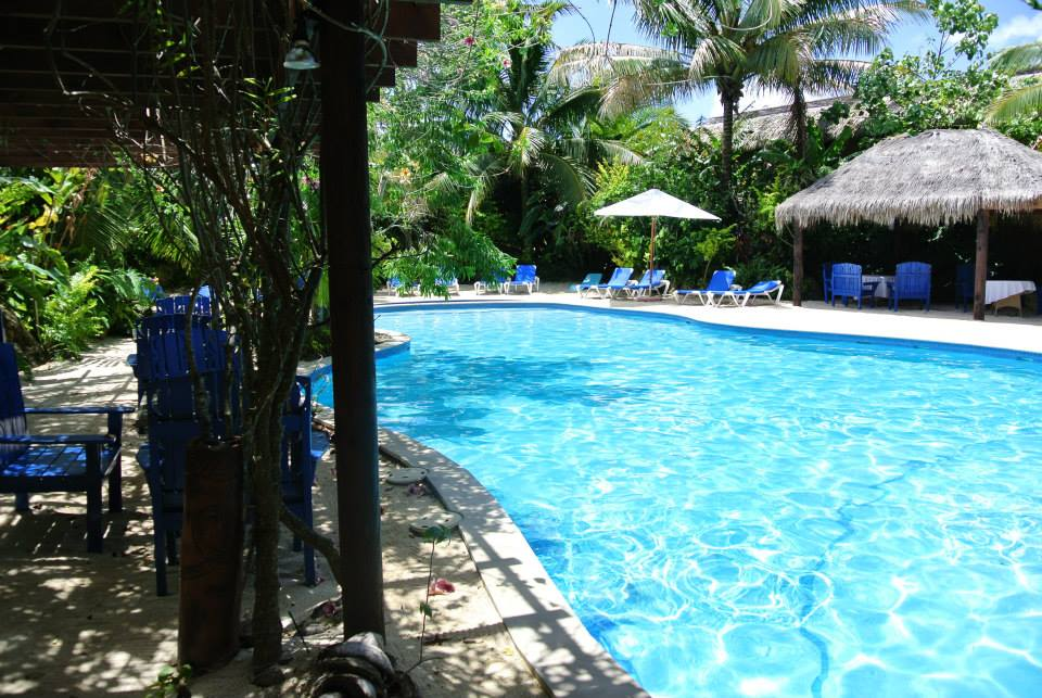 The adults only pool, with swim up bar.